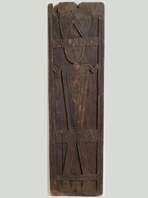 クバラン族 冠を被った人の像の木彫壁板