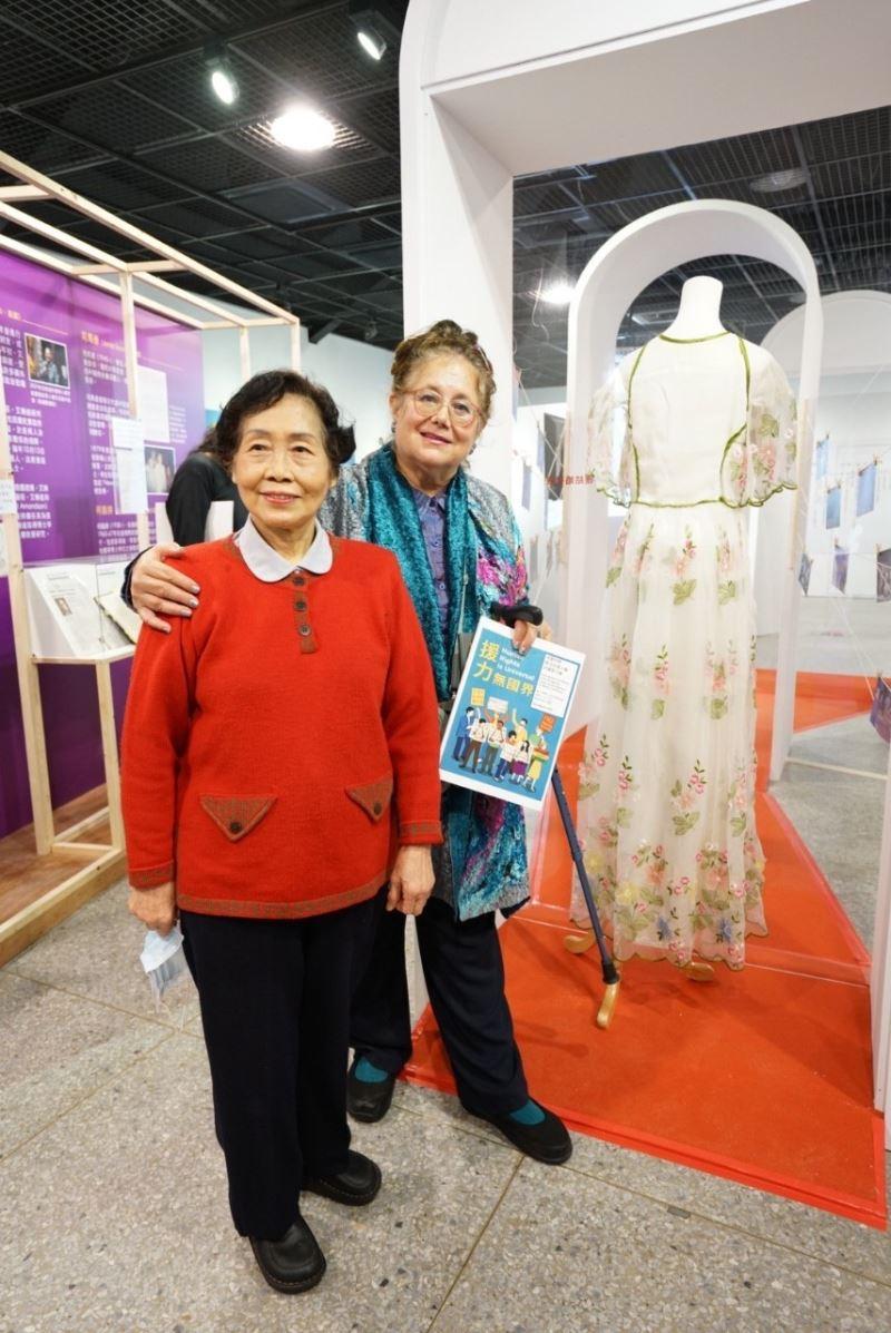 人權救援者艾琳達與謝秀美(左)