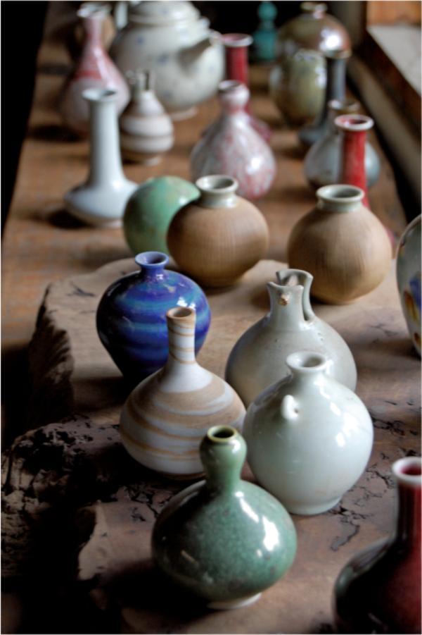 一字排開的花器作品
