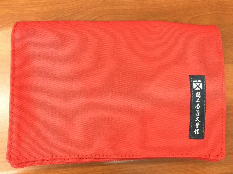 文學小書包(紅) ●售價:新臺幣NT450元