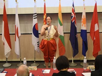 來自泰國劉小慧同學著泰國傳統服飾演說