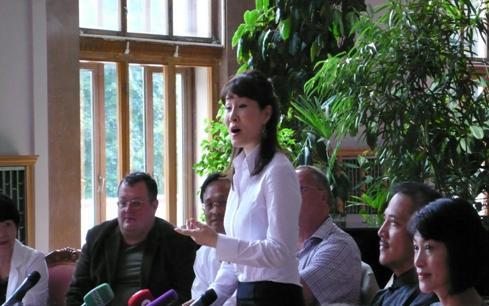主演《昭君出塞》的魏海敏在記者會上現場清唱