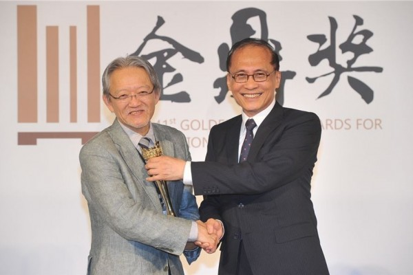 Special Contribution Award laureate Kuo Chung-hsing (left) and Premier Lin Chuan.