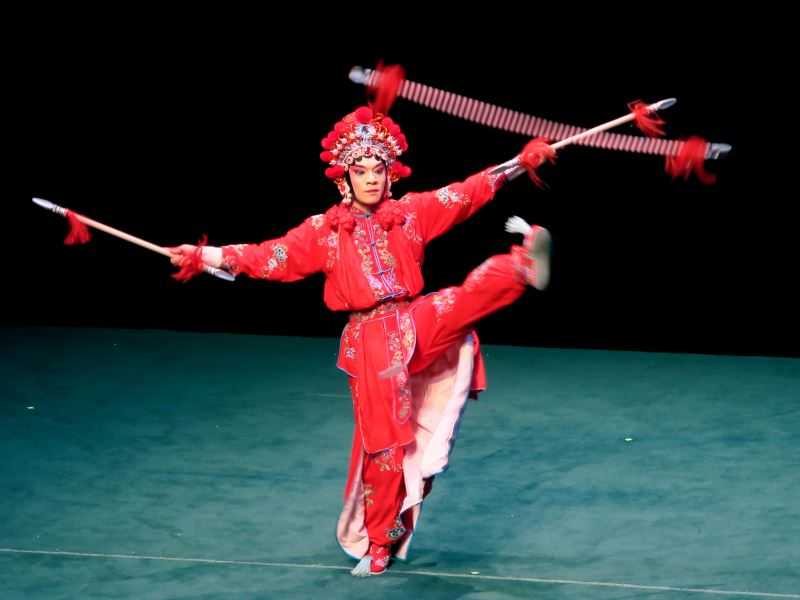 楊瑞宇說以男性之姿擔綱武乾旦,會武功也更有英氣,但須把握分寸不可過頭。