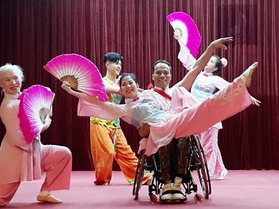 "March 12, Dr. Sun Yat-sen's 96th Death Anniversary, ""Dance the Light of Life""—Bird and Water Dance Ensemble."