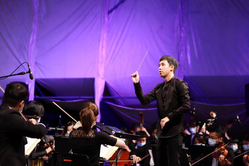 霧峰民主草地音樂會由留學瑞士之臺灣優秀青年音樂家葉政德指揮
