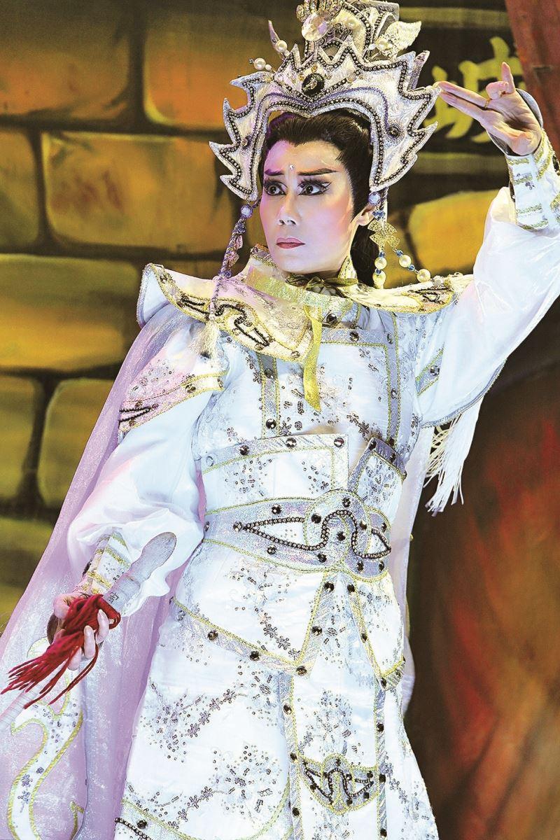 郭春美的小生扮相俊秀,圖為郭春美飾演薛丁山的外台演出劇照。