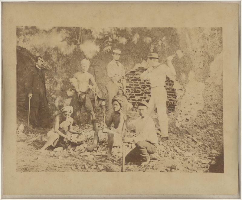 St._Julian_Hugh_Edwards〈挖掘熱蘭遮城〉1869,紙質,19.5x24.3cm_c國家攝影文化中心