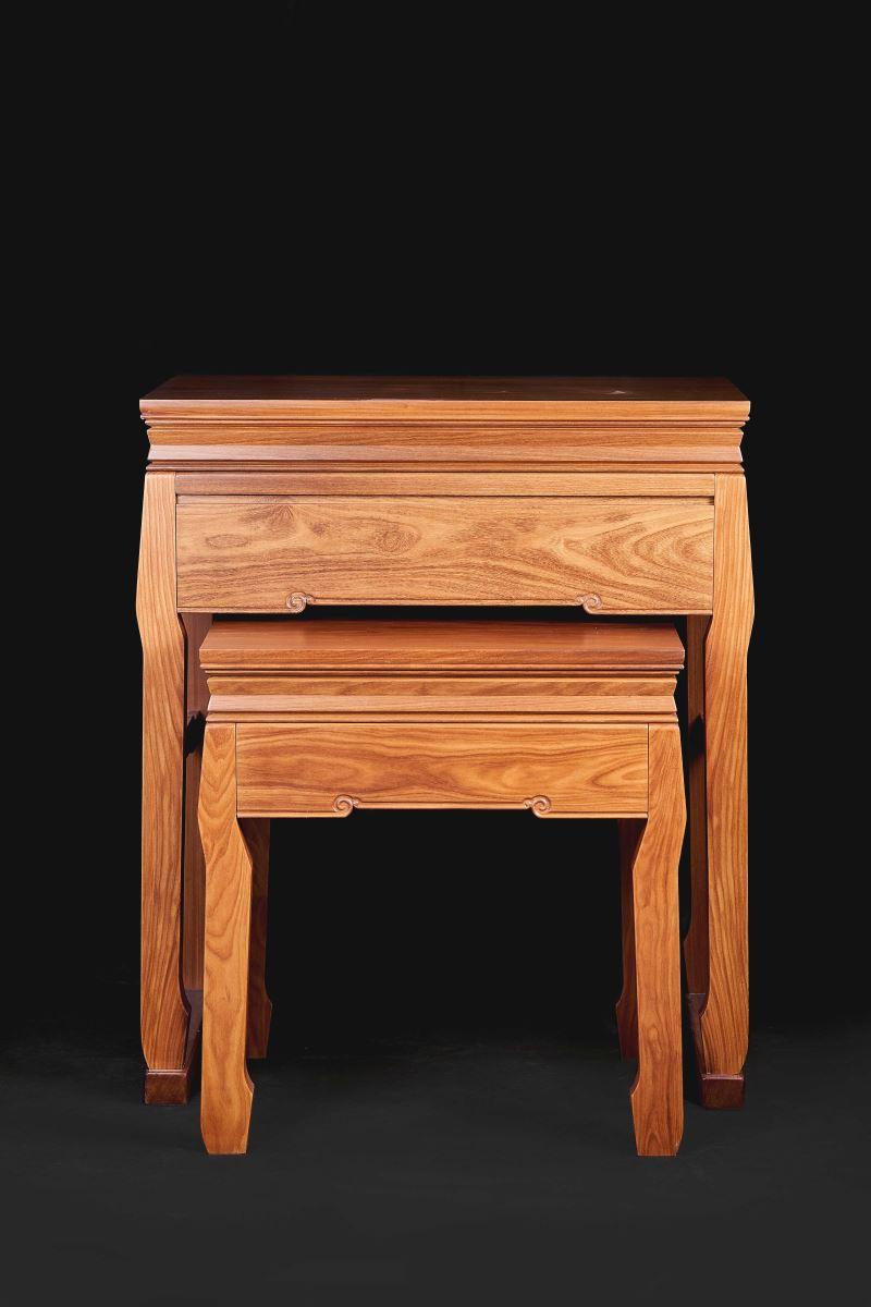 出自大溪女木藝匠師黃裕凰之手的「庇木仰神」神桌。