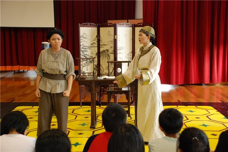 1985開城門:劇中主角林榮春(右)的好友邱紹興(左),參加了義勇軍堅決反抗日本人接收。