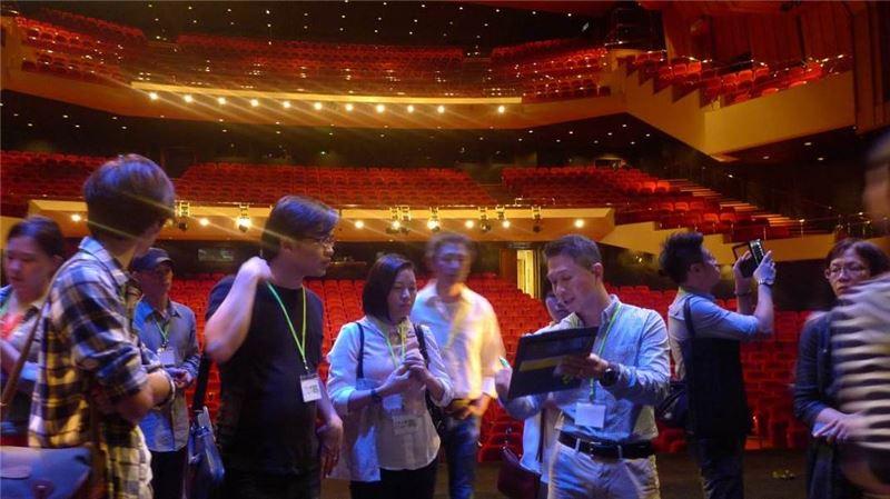 10月31日演出前於香港文化中心舉辦之後台導覽。