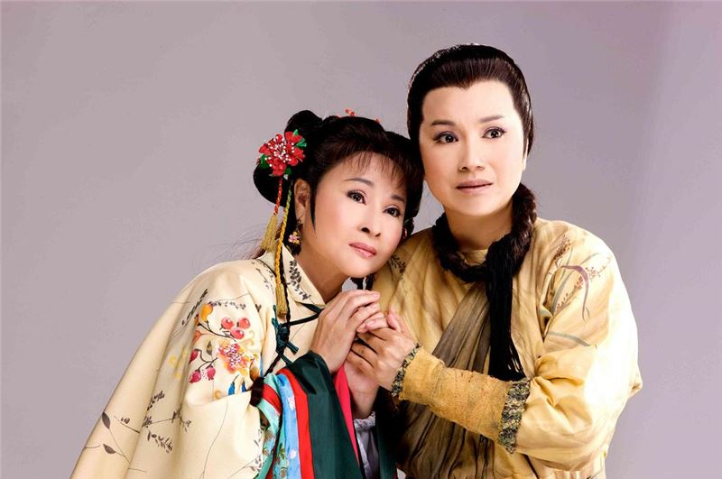 Stage play photograph of The Seal of 1895, the protagonists Yang Taiping (played by Tang Meiyun) and Xu Bailu (played by Xu Xiunian) (Source: Wu Tong Culture Limited)