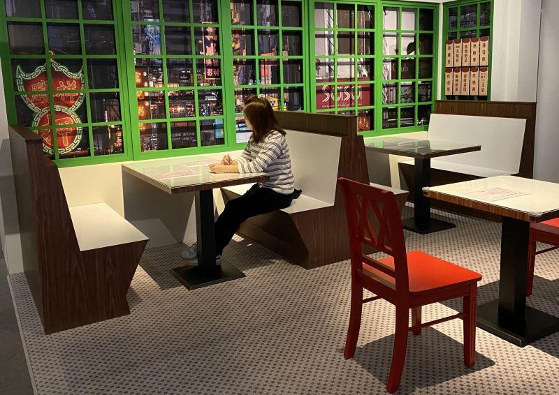 展覽入口以香港茶餐廳為主題情境