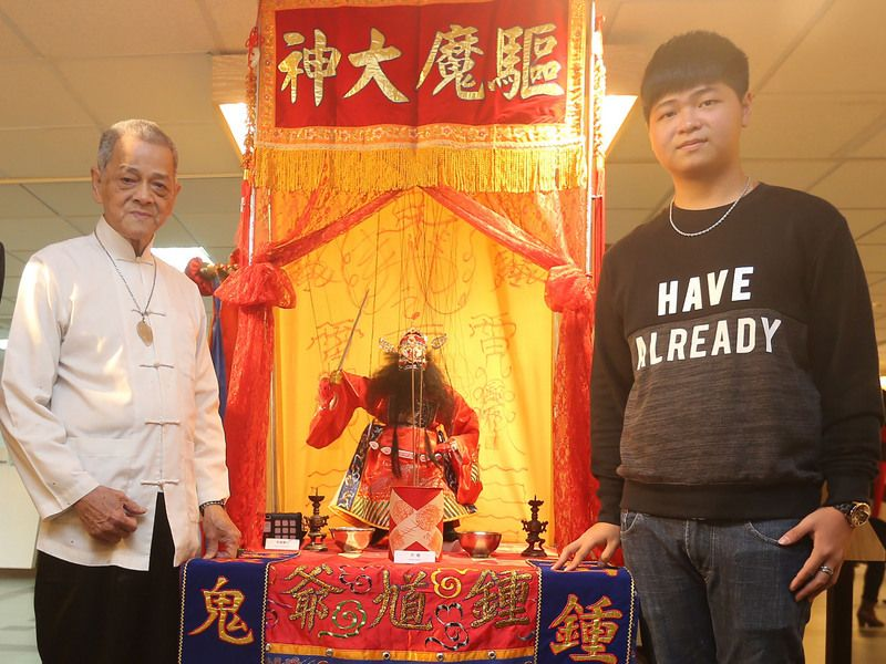 Lin hopes to pass his craft to grandson Lin Cheng-de (林承德).