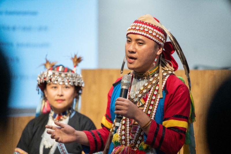 拉阿魯哇族人於臺音講堂介紹自身的族群文化