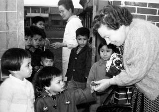 孫理蓮與愛心育幼院童