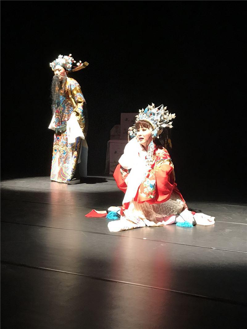 廖瓊枝老師指導之藝生演出-三擊掌 _右為第二屆結業藝生王台玲