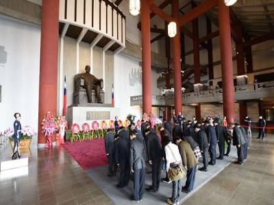 The overseas Chinese society paid a tribute to Dr. Sun Yat-sen.
