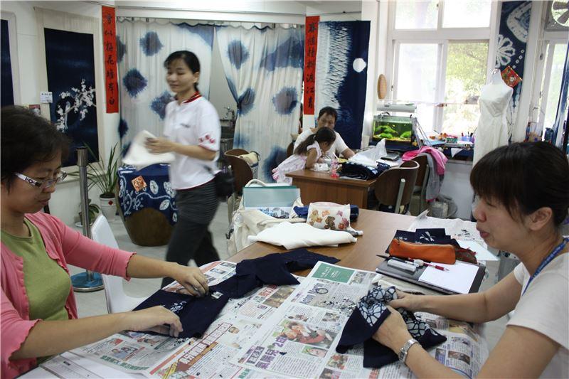 藍染工藝基礎班-應用蠟染與藍染技法製作生活用品