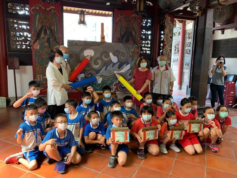 文化資產保存科學兒童繪本《老房子》校園教育推廣首場活動啟動儀示與公園國小學童大合照