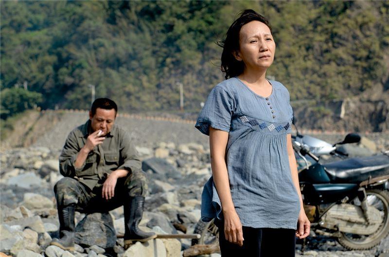 本片以令人側目的風災為題材,描述臺灣人與土地的情懷以及韌性,並在最終找到了向前邁進的方向和力量。