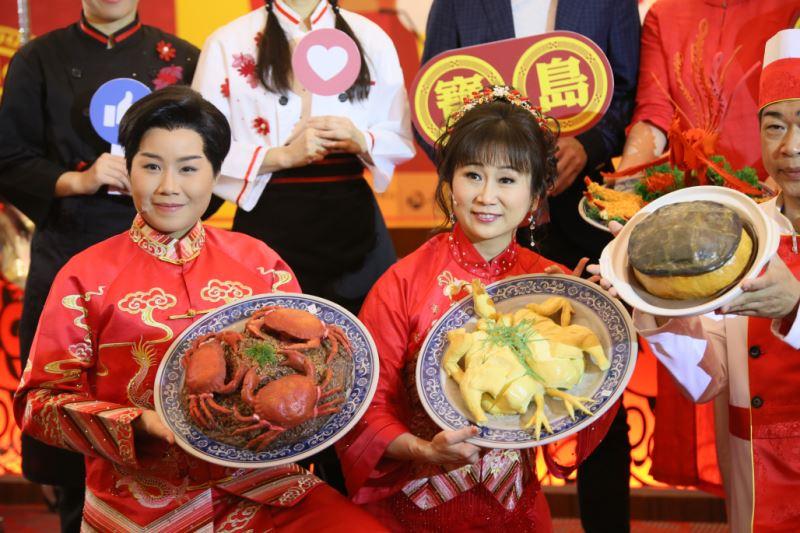 圖8:戲曲演員江亭瑩(圖左)與張孟逸(圖右),飾演新郎與新娘,如何用歌仔戲唱腔詮釋可愛俏皮又靦腆的新人,非常令人期待。 (1)