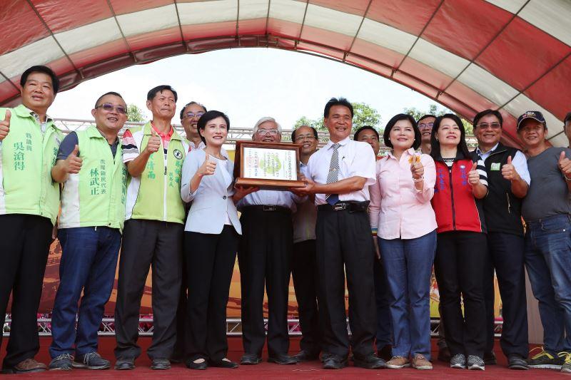 文化部鄭麗君部長頒發雲林六房媽過爐重要民俗登錄認定證書予中華民國六房媽會 (3)
