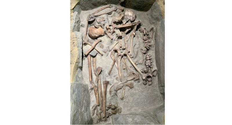 漢本考古遺址側身屈肢葬人骨仿製品