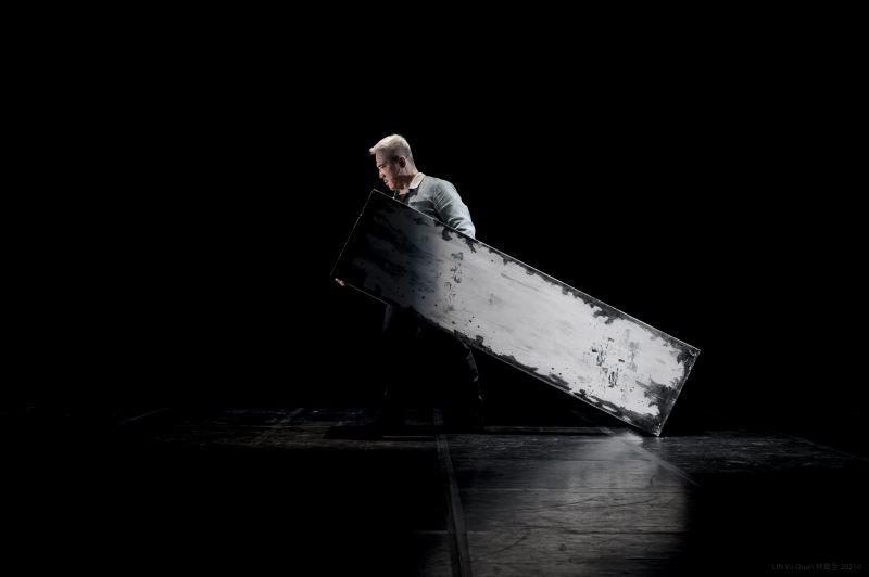 臺灣接觸即興舞蹈名家古名伸、戲曲演員暨跨界創新導演李小平——雙雙聯手,歷時三年,磨出跨界新作《星圖》