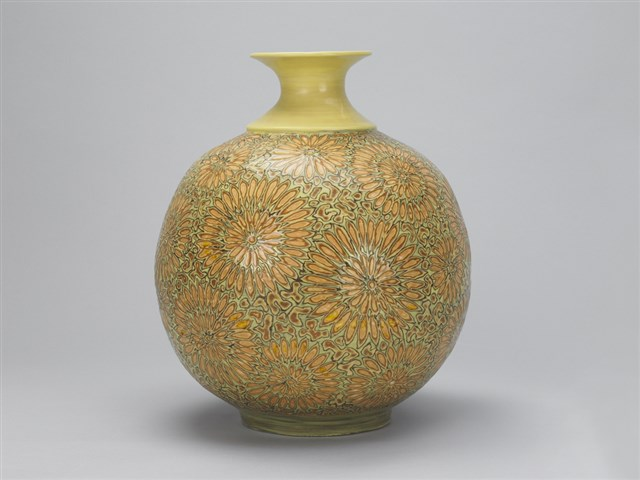 Glaze Carved Daisy Pattern Vase with Yellow Background