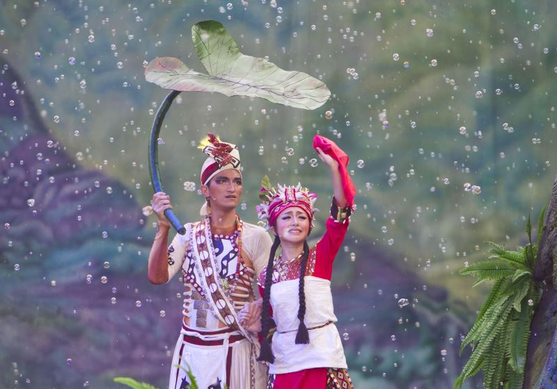 原住民族傳統智慧創作保護條例使原舞者在創作時受到些許限制,但原舞者仍突破了這項難題,以同族群不同部落的概念去創作;如《百合戀》中的魯凱族服裝在設計時便與正統部落做出區隔,但卻又看得出係魯凱族的傳統服飾。