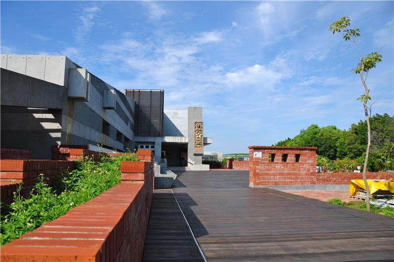 國立彰化生活美學館迎曦廣場往1樓入口