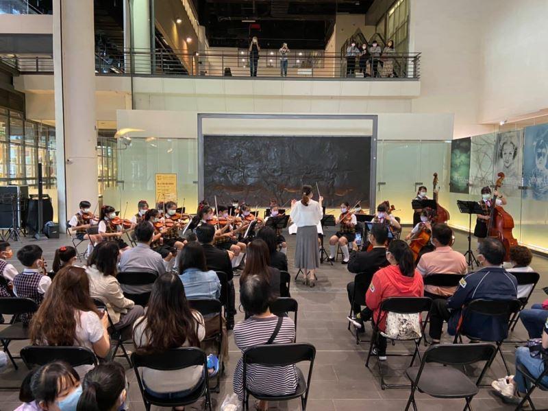 台中太平國小弦樂團於國美館表演情形