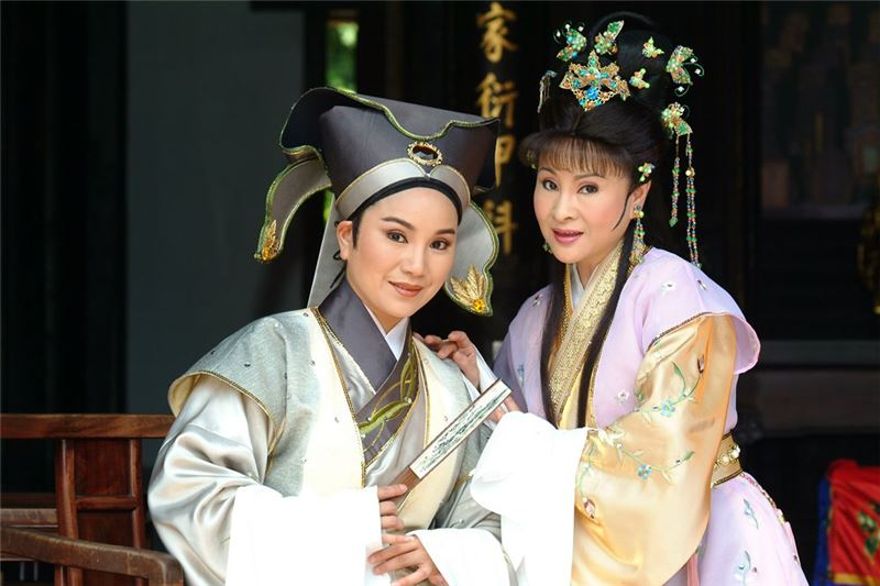 "A scene in "" Love and Pregnancy "" (2002).( Tang Mei-yun as Zhi-kuan,Xu Xia-nian as Yu-lian )"