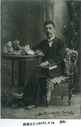 Okamoto Yohachiro (1876 - 1960) once served as the purchasing manager at the Taiwan Viceroy's Office Museum, the predecessor of the National Taiwan Museum, and helped establish the Mineral Exhibition Room. His specimen purchases make up the basis of the museum's collection today.