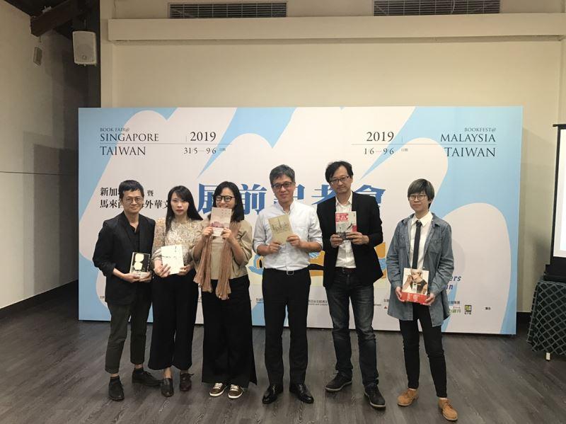 前往新馬書展之參展作家由左至右王聰威、言叔夏、張惠菁、蘇碩斌、張鐵志、61chi
