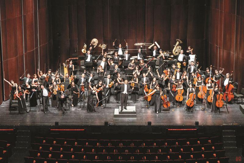 灣聲樂團每周常態合奏演出,以臺灣古典音樂職業樂團為目標大步往前走。