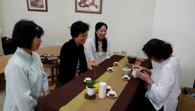 4月茶藝班教學-茶藝老師細細講解品茶步驟