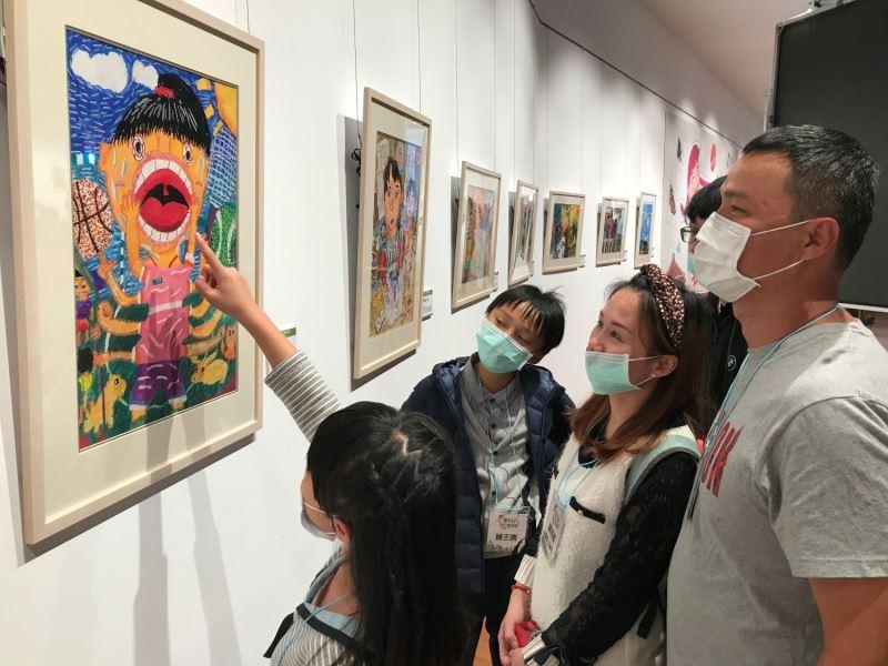 「孩子的藝想世界」展覽參觀民眾