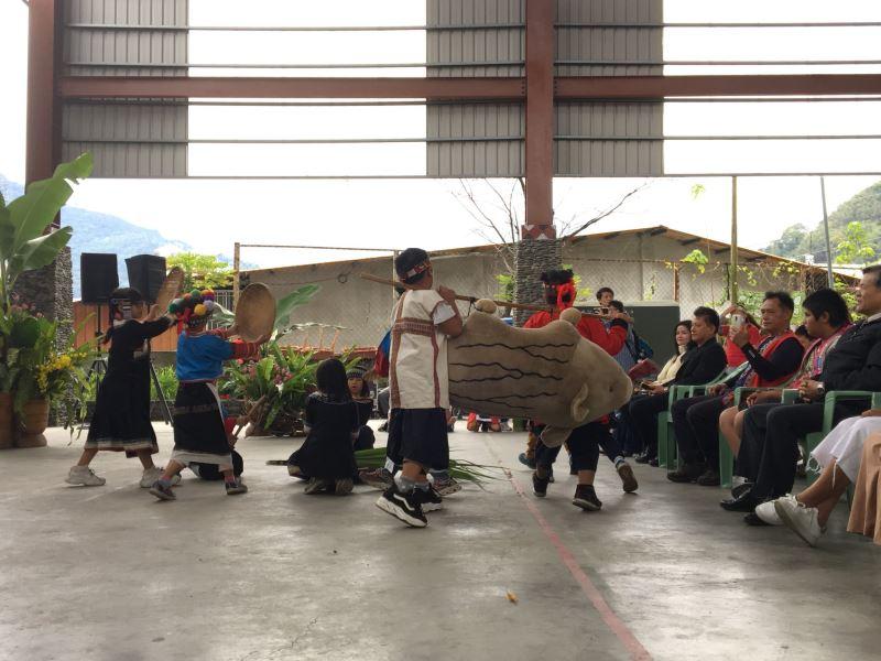 久美國小學生精采的歌舞表演