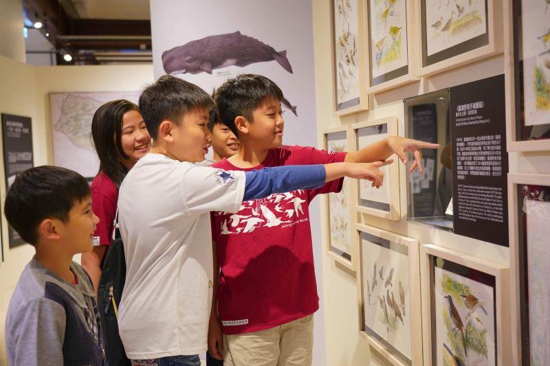 圖5繪自然特展展出多幅適合親子共享的手繪圖鑑