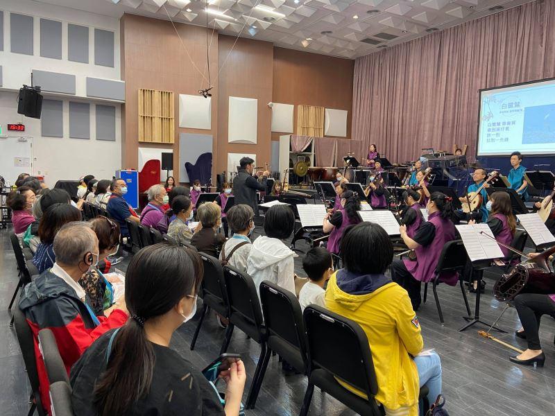 圖4:臺灣國國樂團帶領觀眾進入排練廳零距離欣賞音樂會。