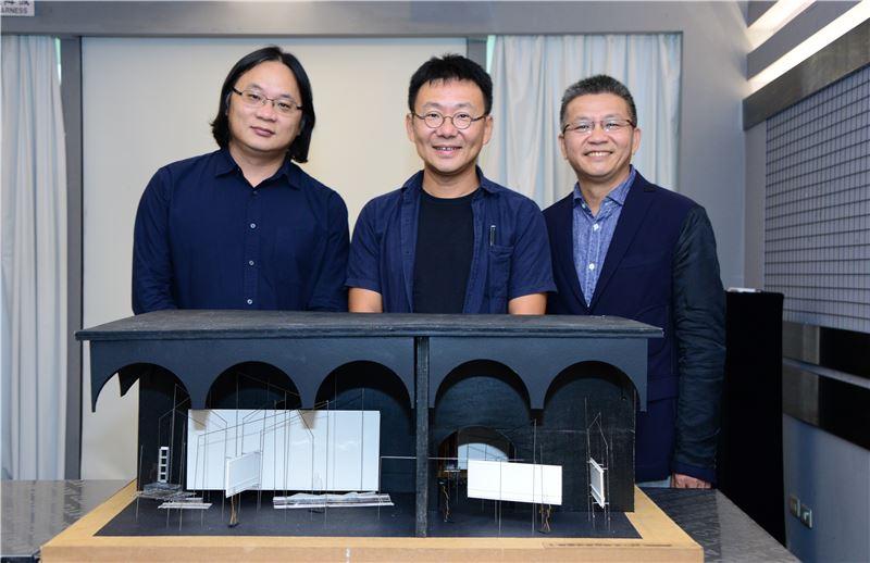 策展團隊與作品模型合影(左起林聖峰,黃聲遠,王俊雄