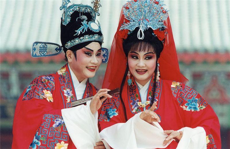 《秦少游與蘇小妹》演出照片。(王海玲飾秦少游、蕭揚玲飾蘇小妹)(2001)