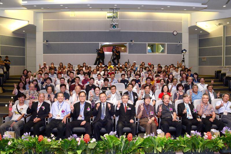 文化部陳濟民主秘(前左6),國美館蕭宗煌館長(前左5),評審委員,得獎者及貴賓合影
