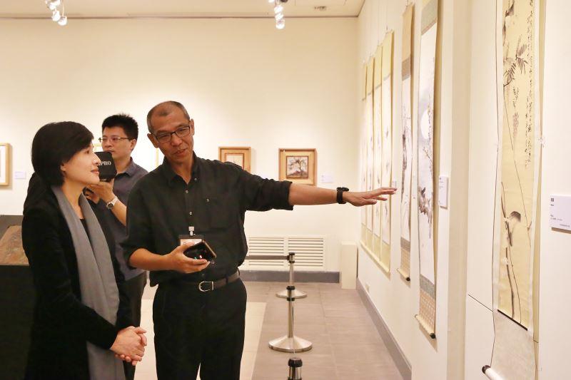 文化部長鄭麗君參觀「線條到網絡-陳澄波與他的書畫收藏」展-2