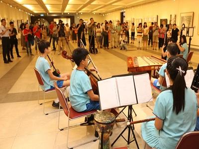 現場觀眾欣賞光復國小國樂團演奏