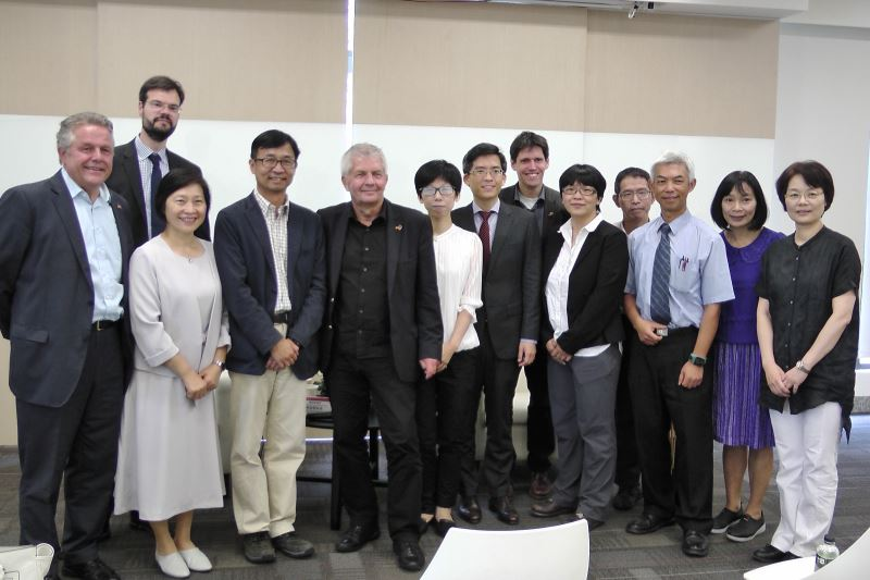 史塔西檔案局長Roland Jahn(前排左四)、檔管局長林秋燕(前排左二)、人權館陳俊宏館長(前排左三)及與會來賓大合照