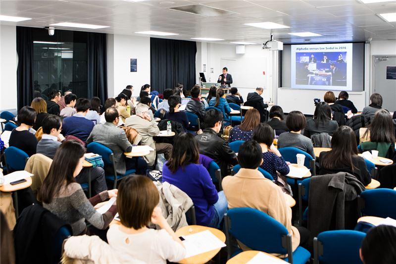 楊次長與英國觀眾分享觀點與交換意見