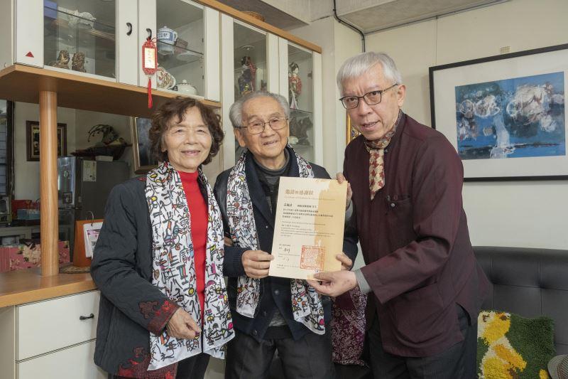 國美館梁永斐館長(右1)與倪朝龍伉儷合影